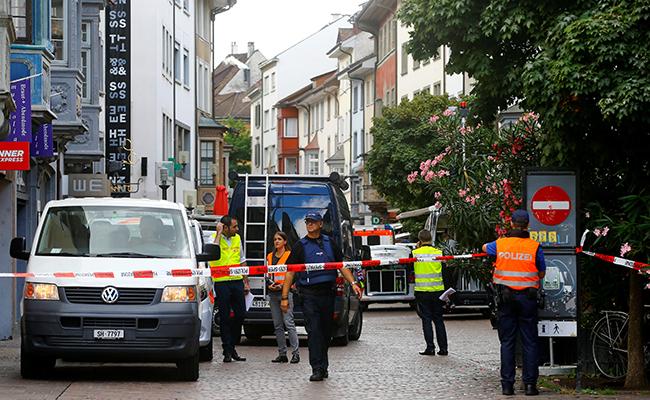 Hombre ataca con motosierra y hiere a cinco personas, en Suiza