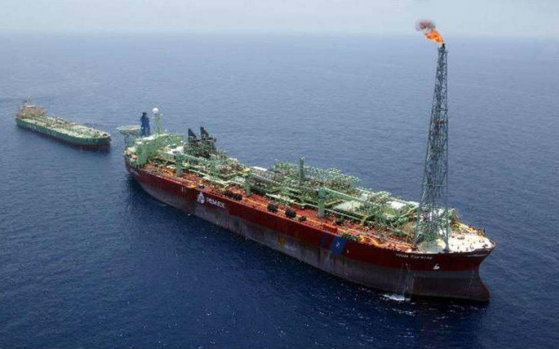 Pemex reducirá producción de crudo y gas por mantenimiento de buque tanque
