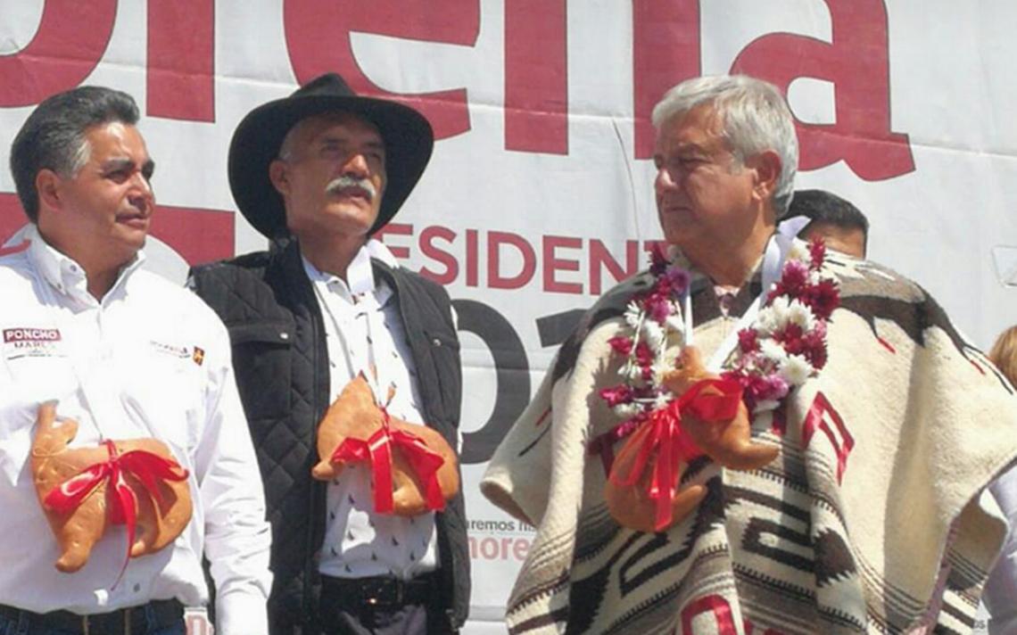 Mireles regresa a la contienda y acompaña a AMLO en mitin en Uruapan