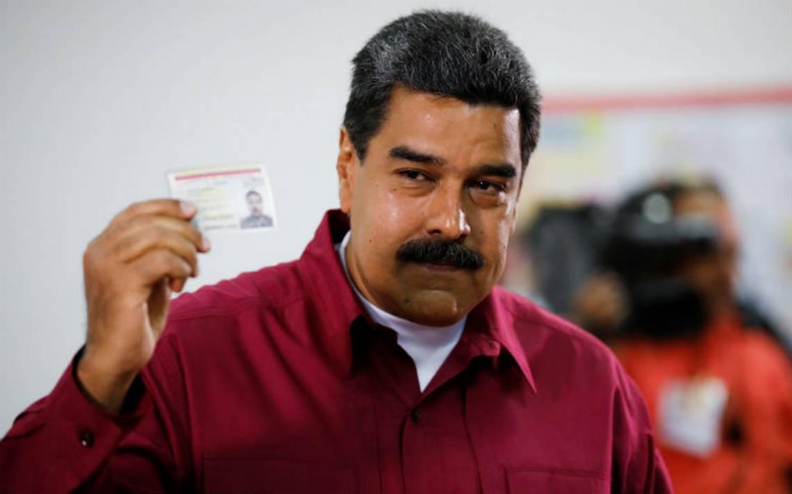 Maduro vota al inicio de las elecciones en Venezuela