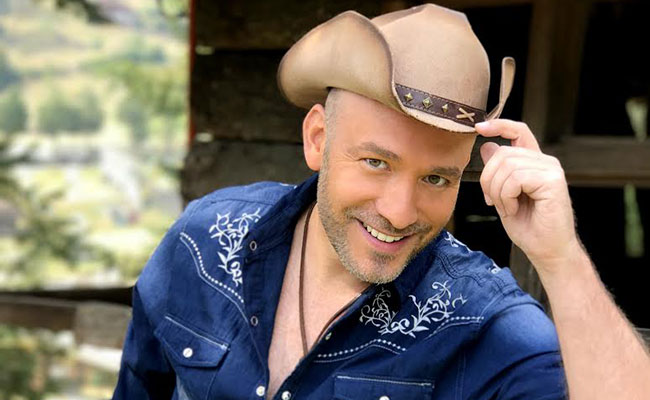 Giovanni Falchetti transita del norteño al pop