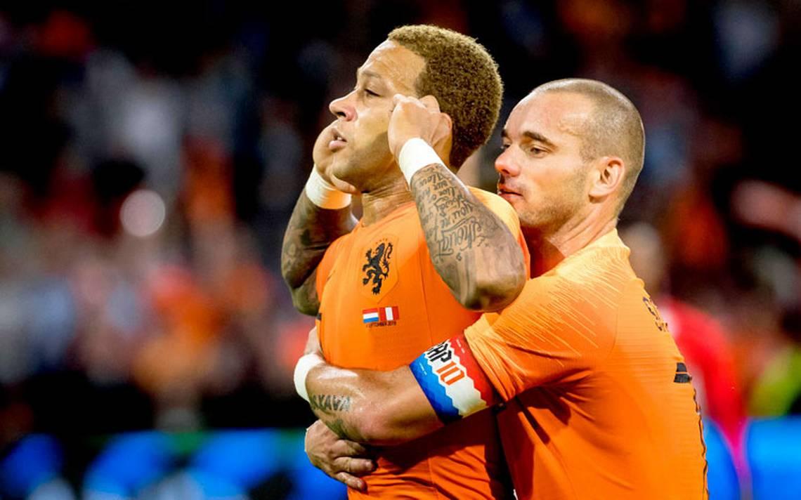 Holanda le gana a  Perú con goles de Memphis Depay