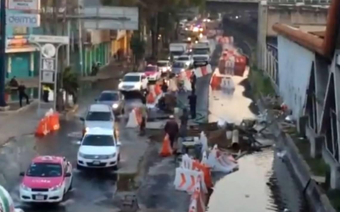 Cierran Eje 3 Oriente por intensa fuga de agua