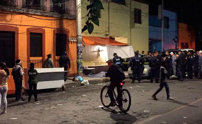Asesinan a balazos a mujer mientras vendía dulces en calles de la Ciudad de México