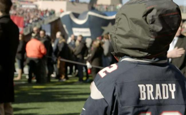 Niño que sufría cáncer muere después de conocer a su héroe Tom Brady