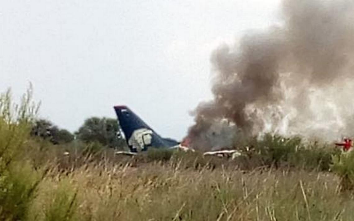 [Video] Se desploma avión de Aeroméxico en aeropuerto de Durango