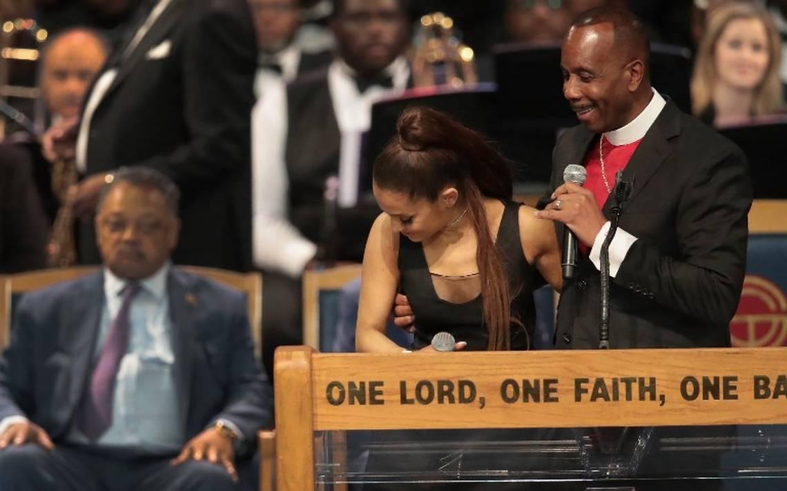 """[Video] """"Fui demasiado amigable"""", dice Obispo tras manosear el pecho de Ariana Grande"""