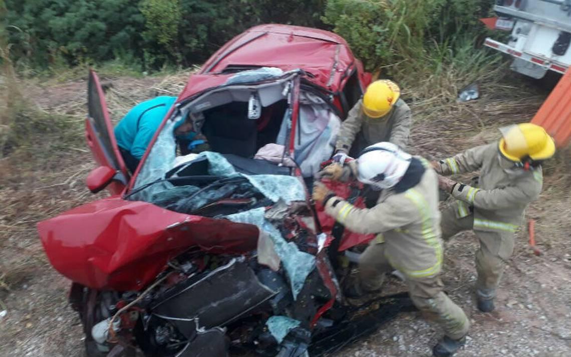 Mueren dos maestros de la CNTE en accidente automovilístico