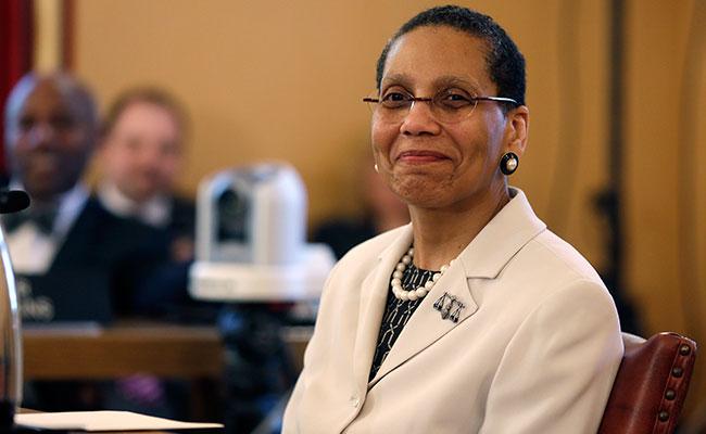 Investigan la muerte de primera jueza musulmana de EU