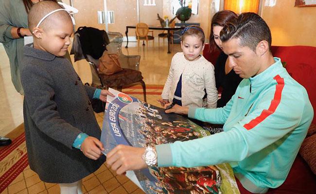 "Cristiano Ronaldo convive con niños enfermos; ""ellos me inspiran"""