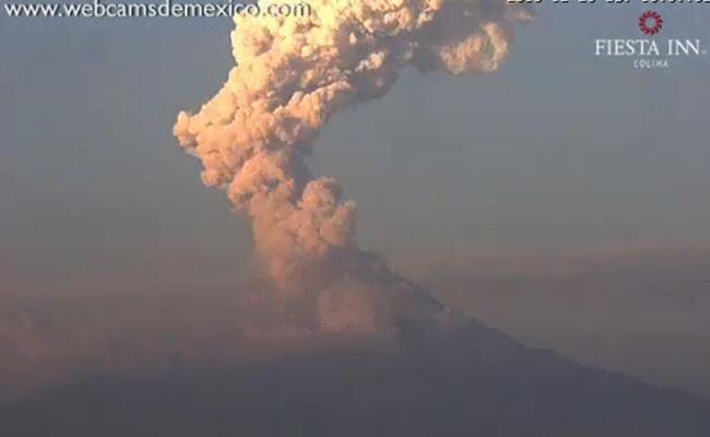 Volcán de Colima registra exhalación de 3 mil metros