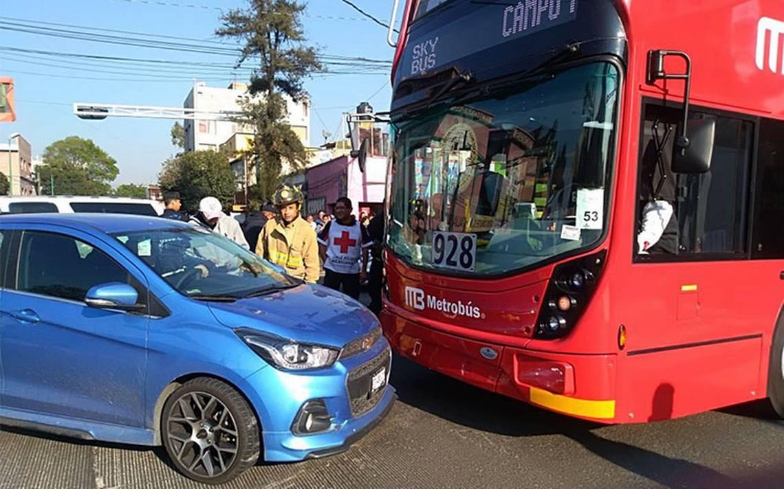 Nueva Línea 7 del Metrobús sufre su primer choque en calzada de los Misterios