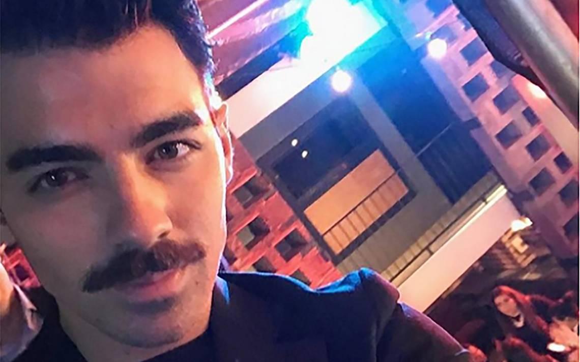 Joe Jonas sorprende al lucir un coqueto bigote