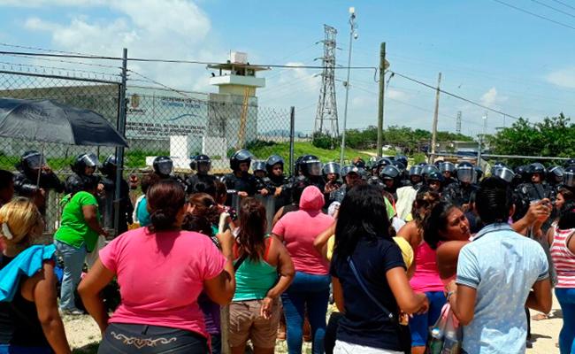 Fiscalía detiene a director y a custodios del cereso de Acapulco