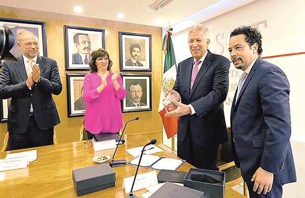 Premian a Comunicaciones y Transportes por financiamiento al NAICM