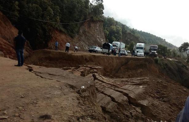 Se hunde la tierra en carretera Chilapa-Tlapa en Guerrero