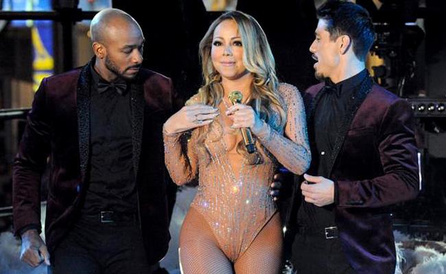 Mariah Carey despide el año con pésima actuación en Nueva York