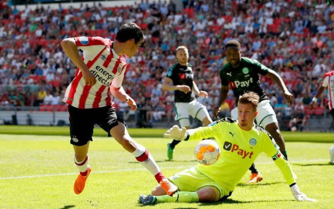 """""""Chucky"""" Lozano festeja título del PSV en casa"""