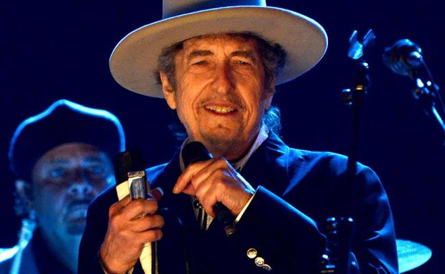 Bob Dylan deja atrA?s el Nobel de Literatura y lanza su propia marca de whiskey