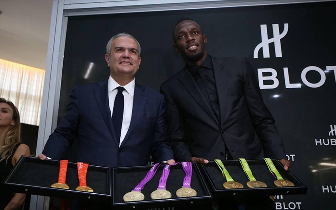 Usain Bolt presume sus medallas de oro y asegura estar ¡pasado de kilos!