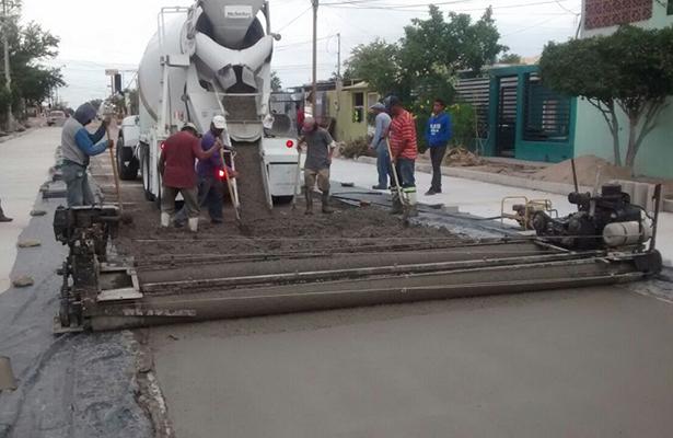 Gobierno de BCS pavimenta calles en los cinco municipios