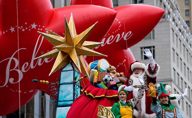 Santa a la antigüita; quiere a los consumidores en  las plazas comerciales