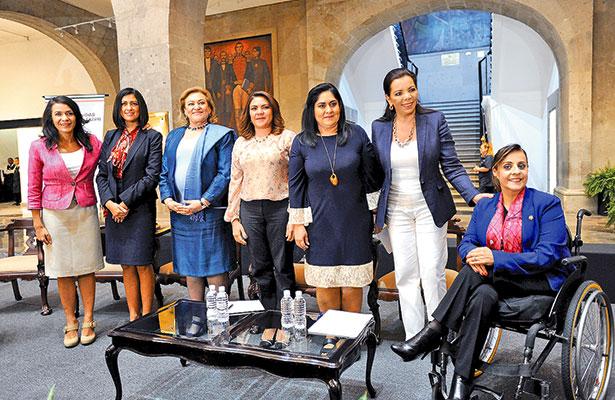 Reclama sociedad legislar en pro de la mujer, señaló senadora