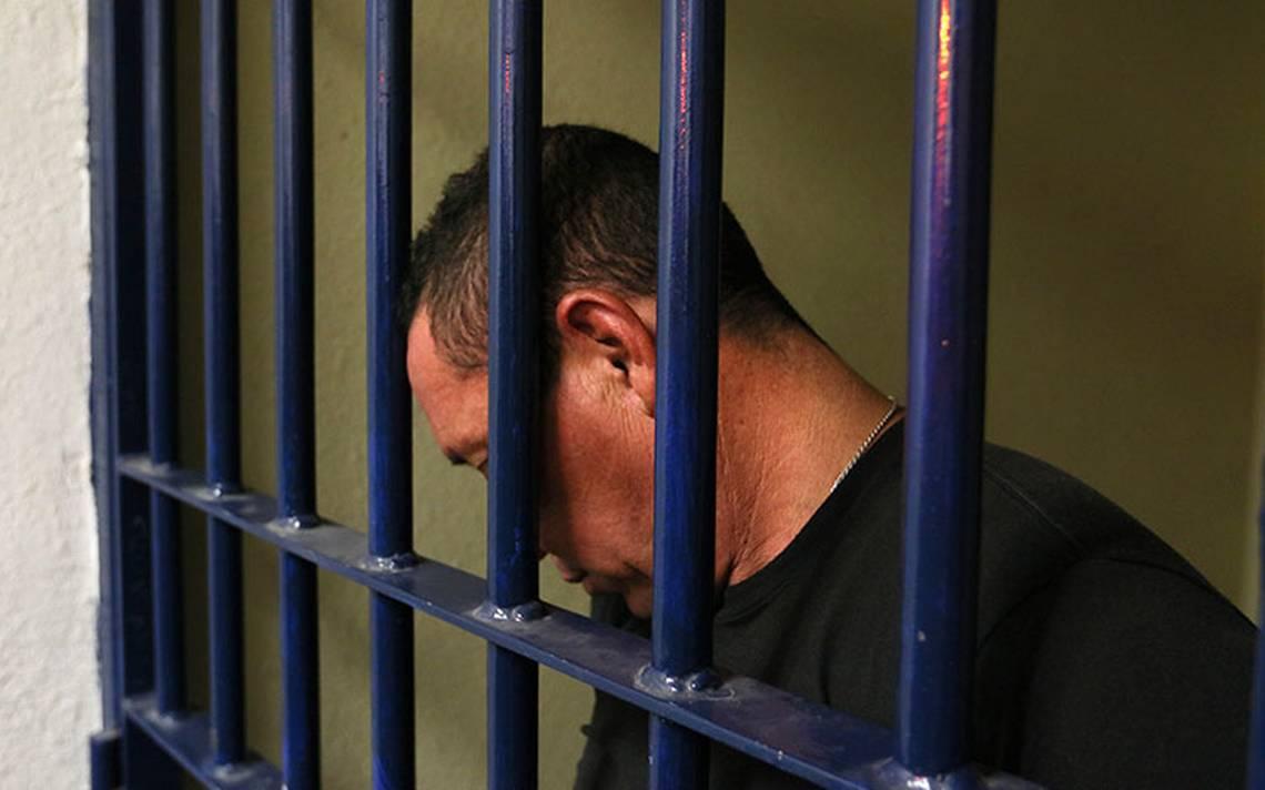 Dan 107 años de cárcel a expolicía integrante del cártel de los Arellano Félix