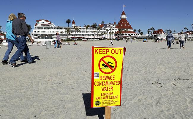 """Tijuana manda """"tsunami"""" de aguas negras a playa de California"""