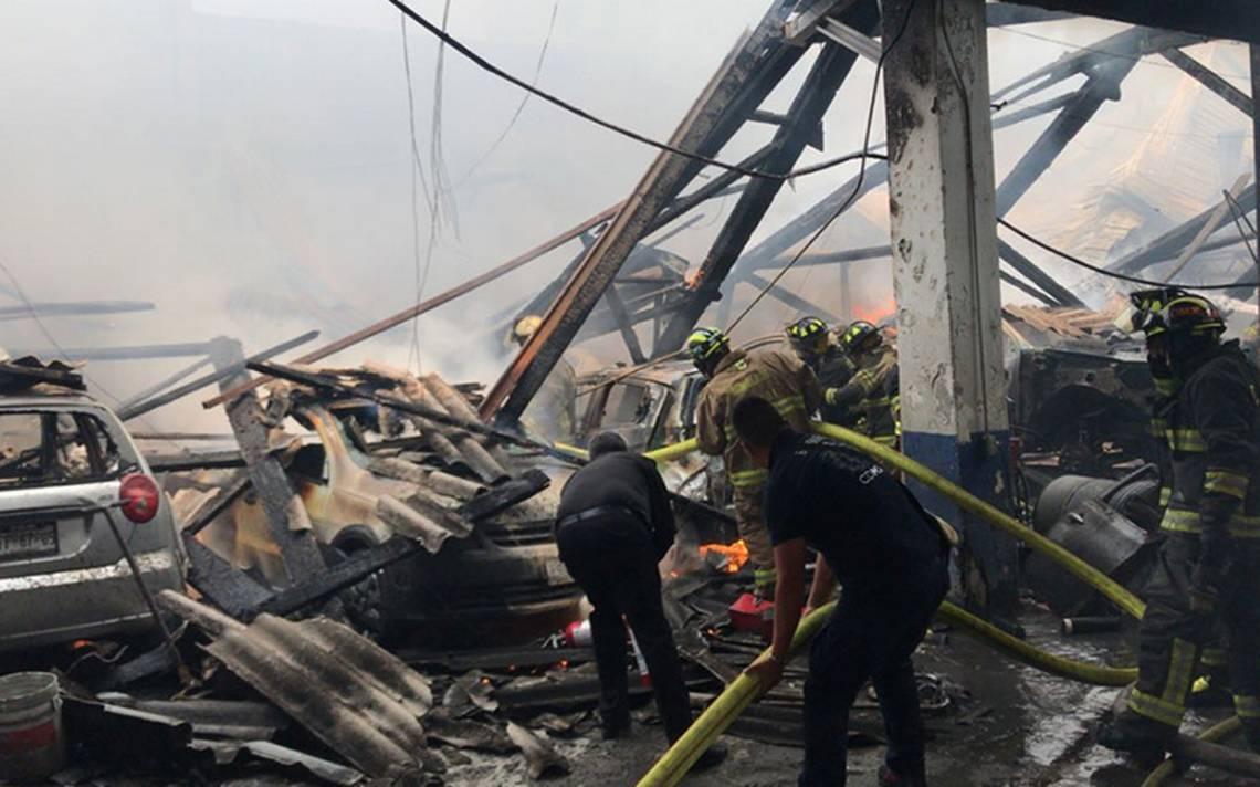 Incendio en taller mecánico en la colonia Piedad Narvarte deja dos heridos