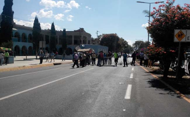 Habitantes de Ánimas Trujano bloquean carretera 175