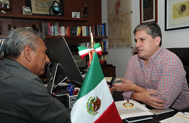 Urgente una revisión y sustitución de cónsules, afirma el senador Luis Sánchez
