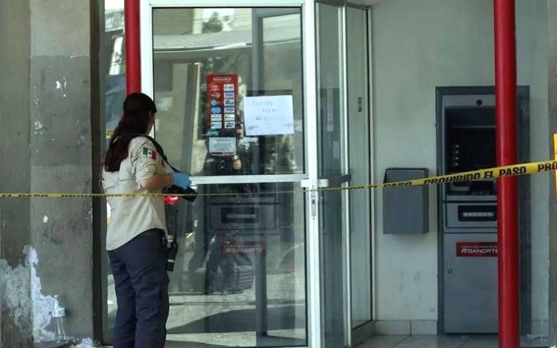 Roban cajero en Nuevo León y se llevan más de un millón de pesos