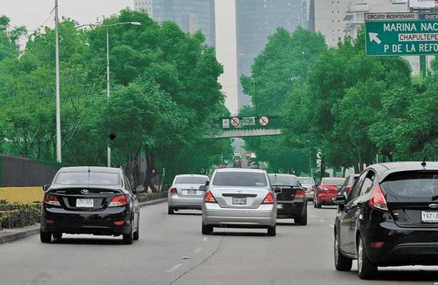 Autos con engomado verde descansan este jueves