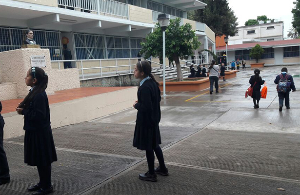 Estudiante del IPN golpea a niños de primaria en Tlapa