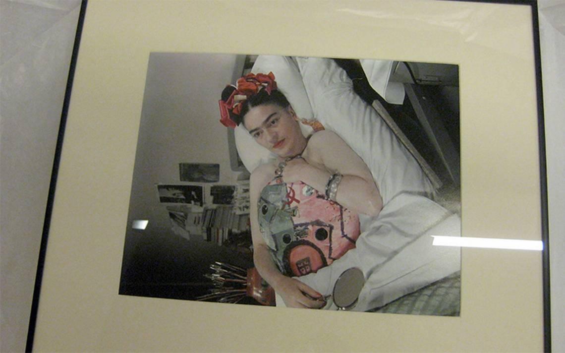 Subastan foto de Frida Kahlo para ayudar a fotógrafo afectado por sismo