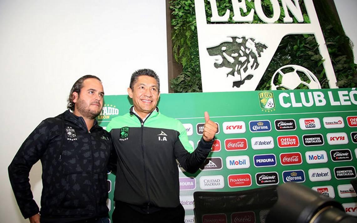 Presentan a Nacho Ambriz con el León