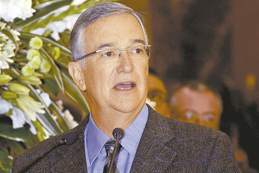 Debemos crear valor económico, social y ambiental, afirma Ricardo Salinas