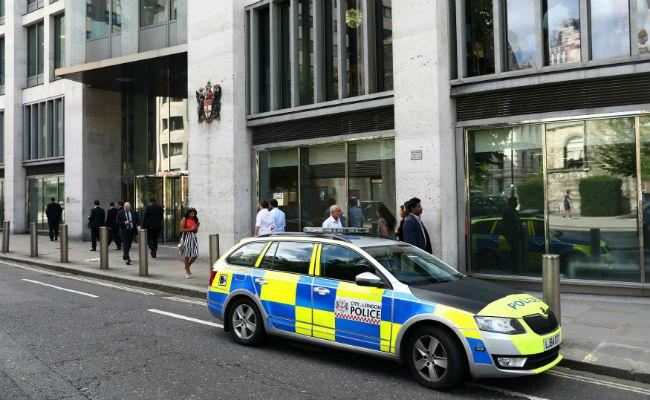 Muere hombre tras caer desde el séptimo piso de la Bolsa de Londres