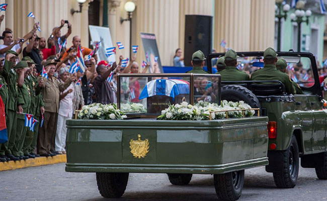 Caravana con restos de Fidel Castro avanza en el oriente de Cuba