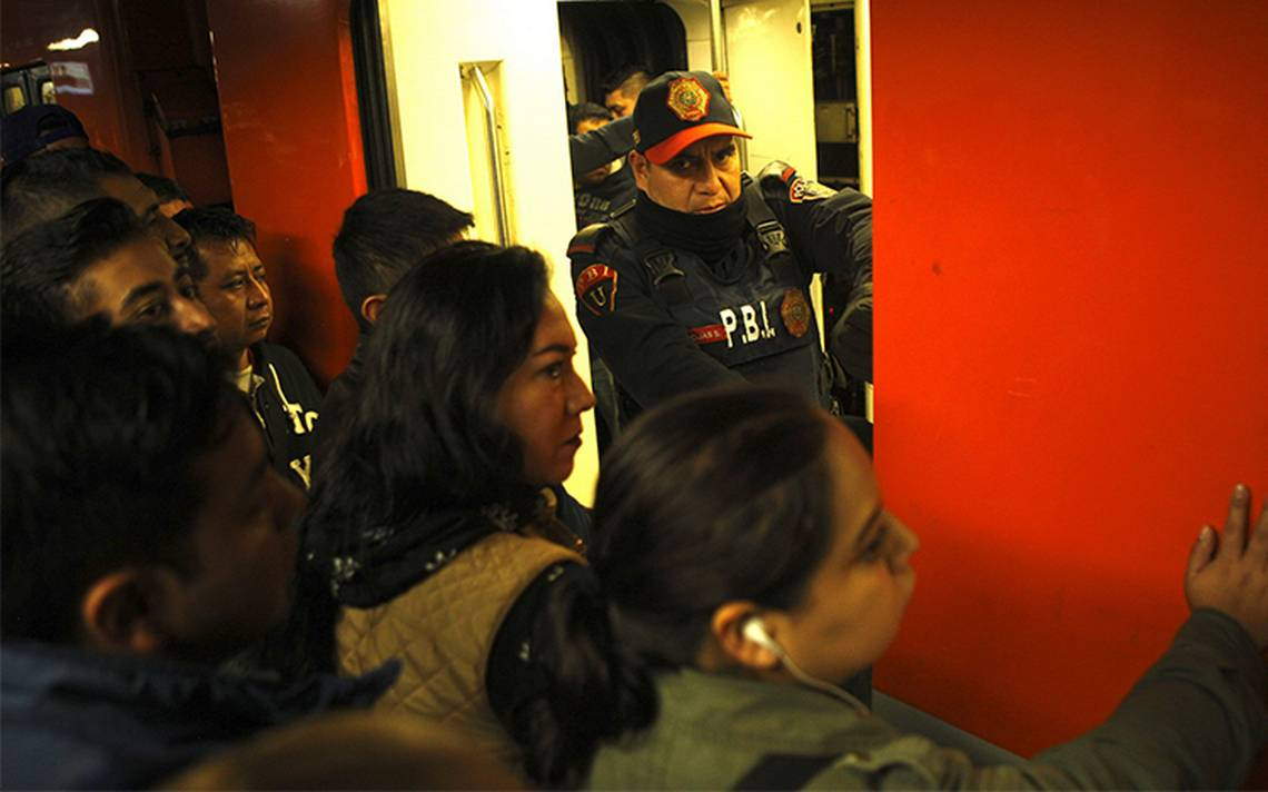 Usuaria reporta robo masivo en la Línea 5 del metro