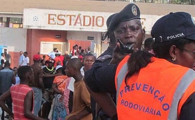 Estampida durante partido de futbol deja 17 muertos en Angola