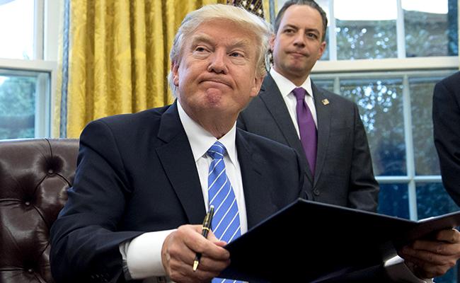Procuradores de 16 estados se unen contra veto migratorio de Trump