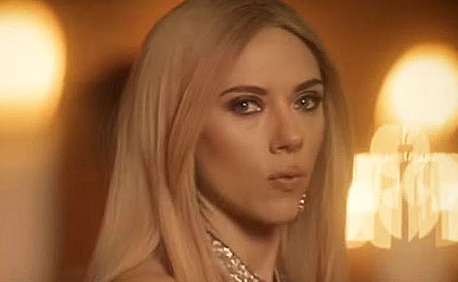 Scarlett Johansson parodia aIvanka Trump enSaturday Night Live