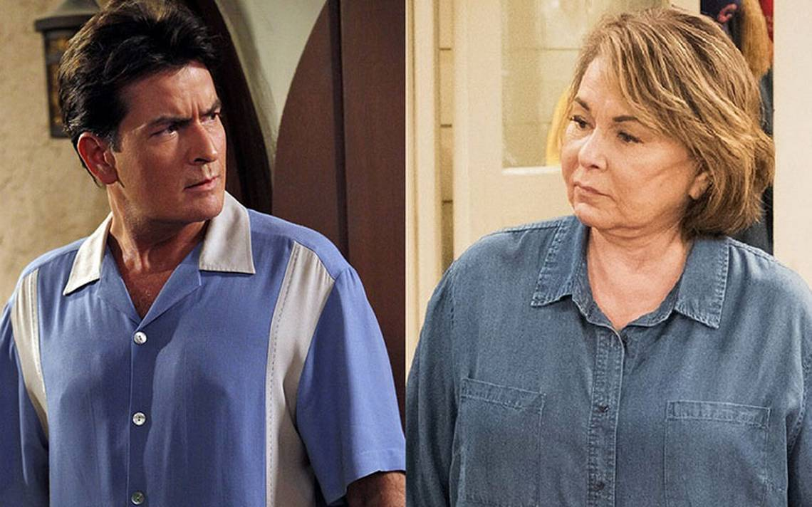 Charlie Sheen defiende a Roseanne Barr meses después de su tuit racista