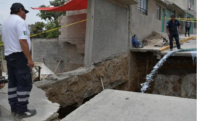Hundimiento en Atizapán causa estragos en al menos seis hogares