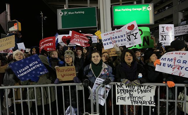 Google, Apple y Netflix encienden alarmas por restricciones migratorias de Trump