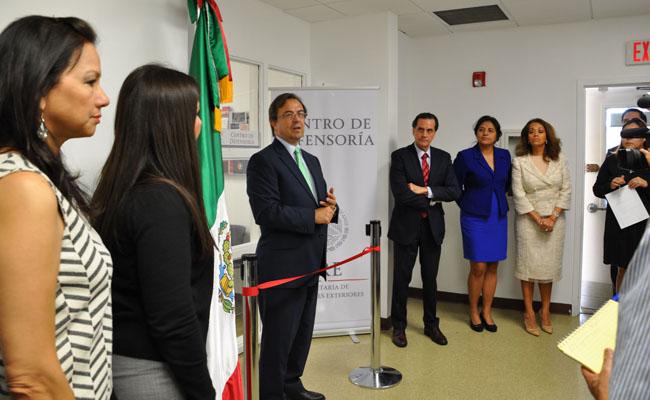 México abre Centro de Defensoría para inmigrantes en Miami