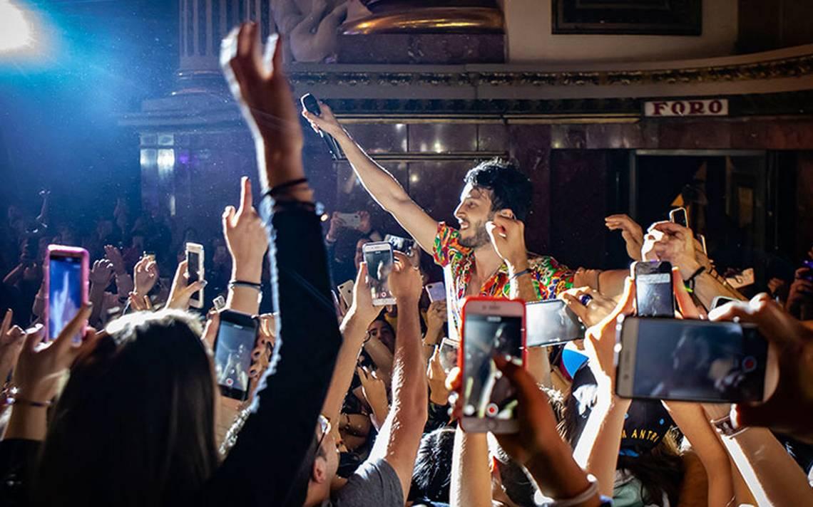 Sebastián Yatra provoca euforia en su concierto