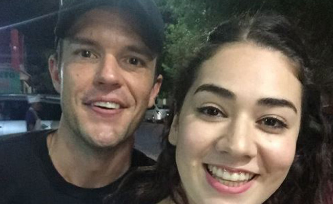Sorprenden a vocalista de The Killers en taquería de Monterrey